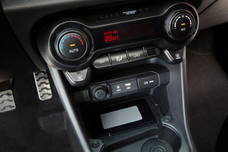 2017 Kia Picanto interior
