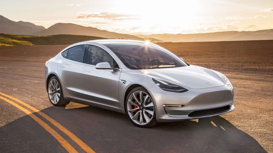 2017 Tesla Model 3 elétricos