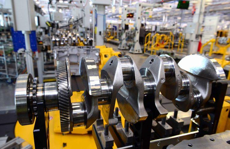 Pormenor motor Ingenium na linha de produção