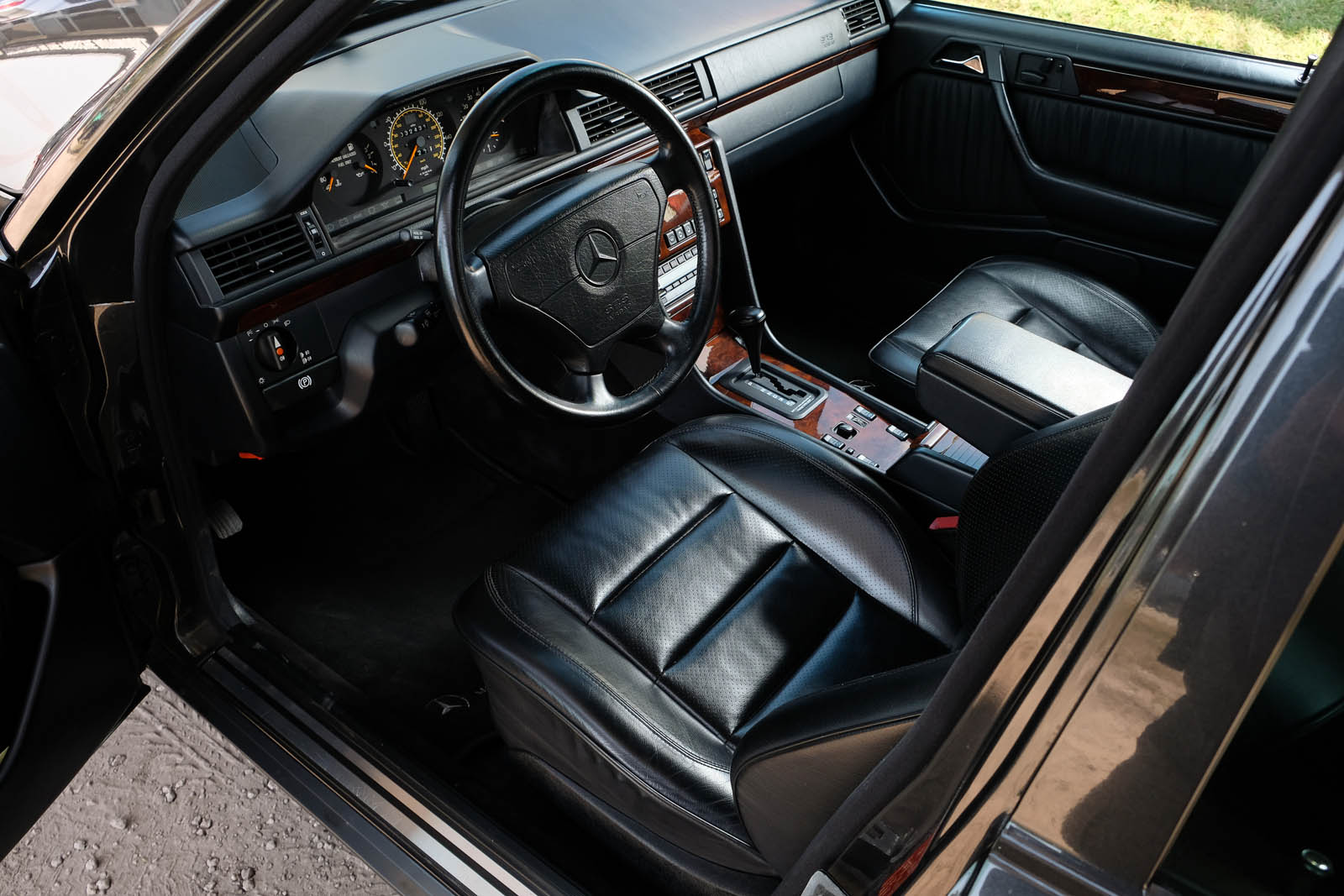 Mercedes-Benz 500E interior
