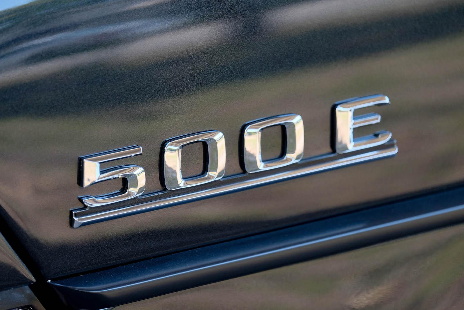 Mercedes-Benz 500E lettering