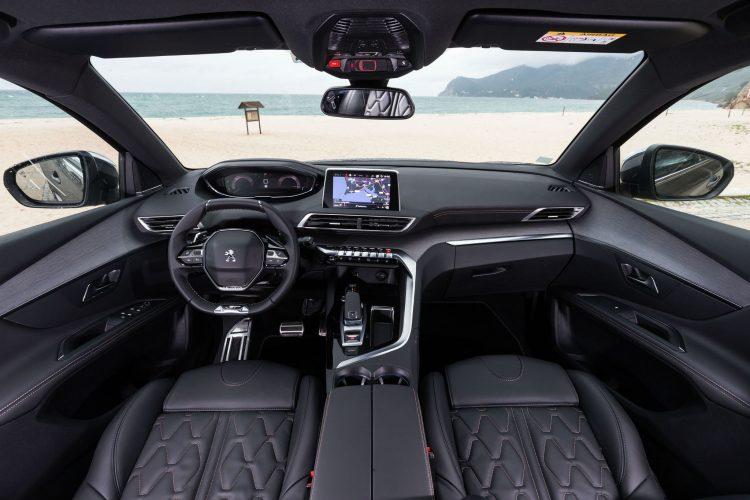 2017 Peugeot 5008 interior