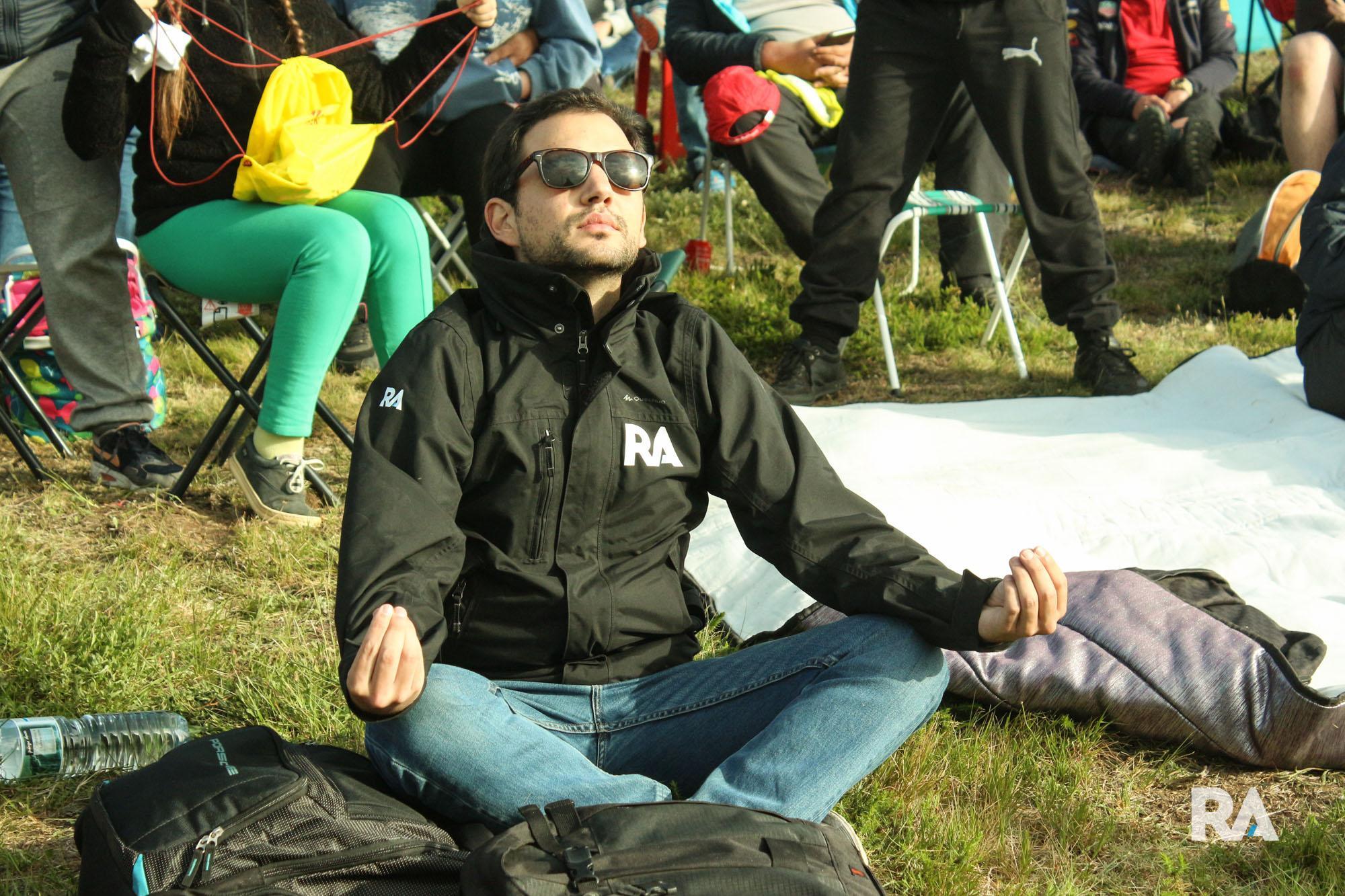 Guilherme Costa em momento zen