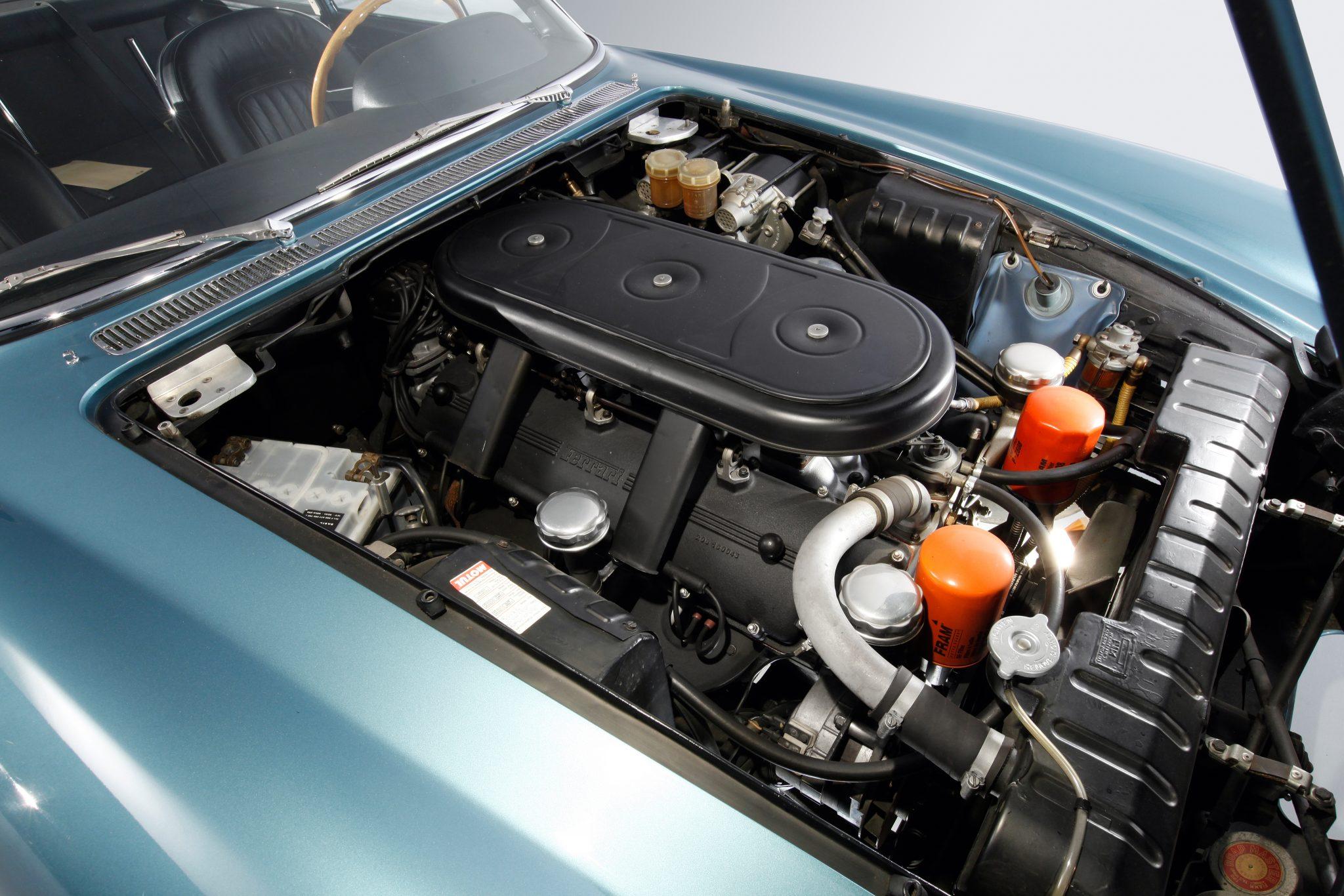 Ferrari 500 Superfast, motor V12