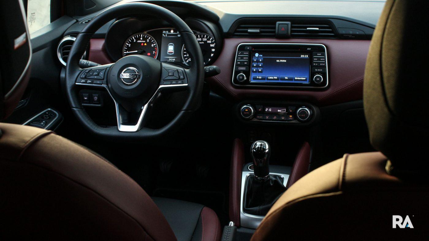 Nissan Micra IG-T interior