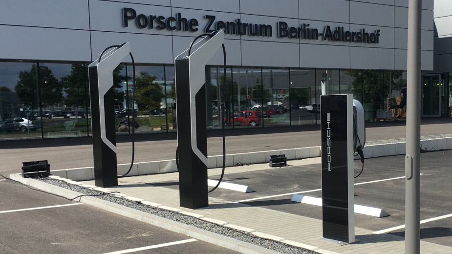 Porsche - carregador elétrico EFACEC