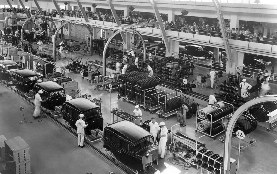 Uma fábrica de automóveis na década de 40.