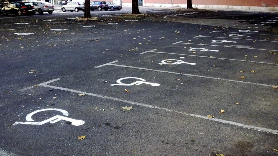 Estacionar no lugar dos deficientes vai ser contraordenação grave
