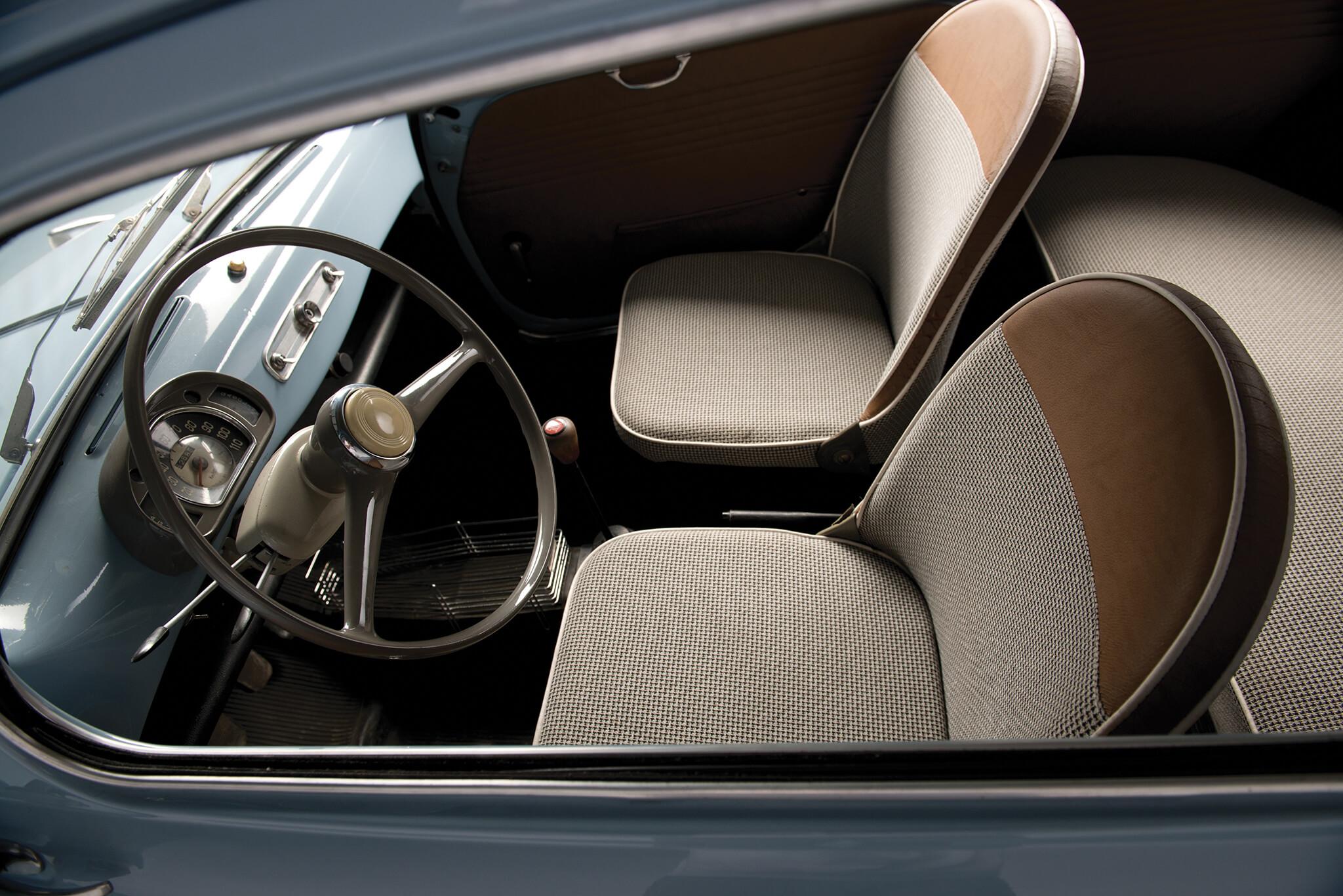 SEAT 600 interior