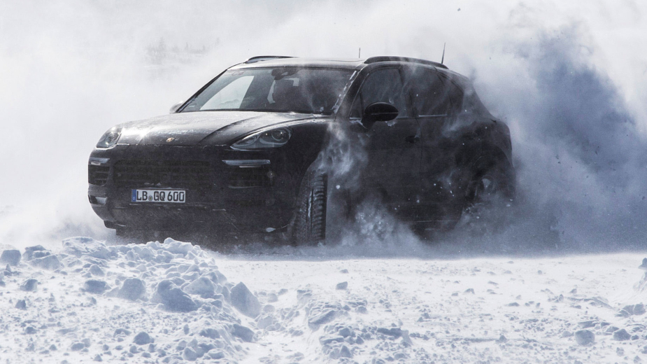 Porsche Cayenne a ser testado na neve
