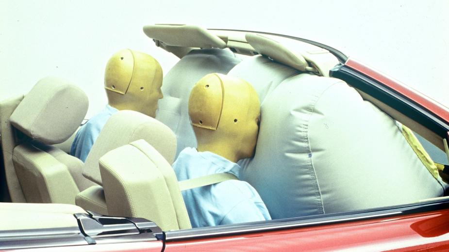 Airbag para o condutor e ocupante dianteiro no Mercedes-Benz SL (R129)