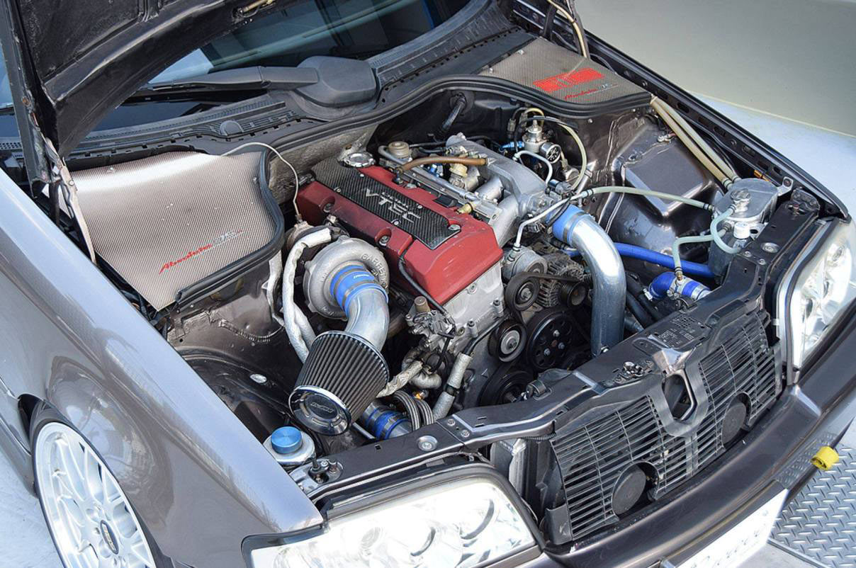 Mercedes-Benz C200 com motor do Honda S2000 F20C