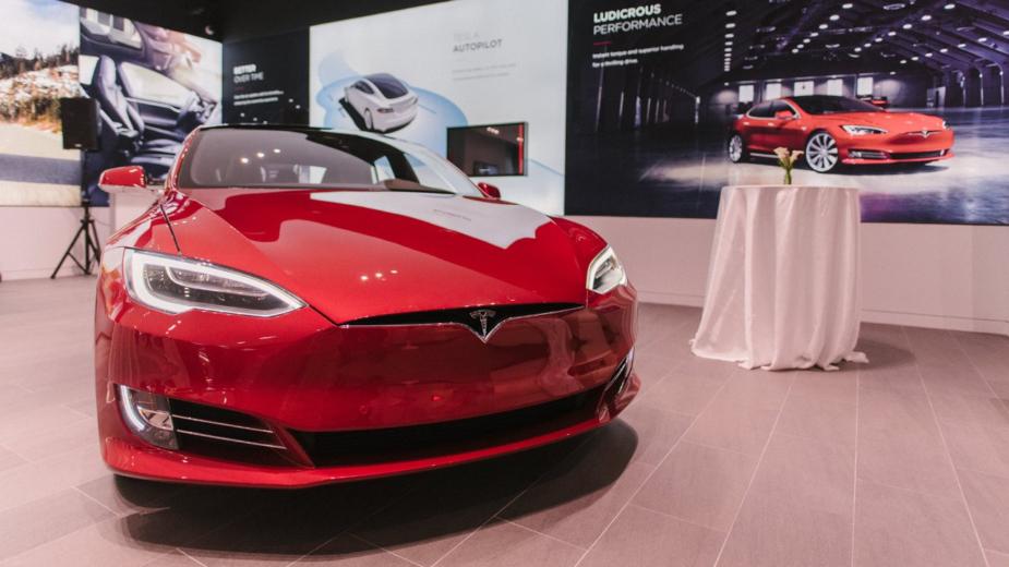 Tesla Pop Up Store