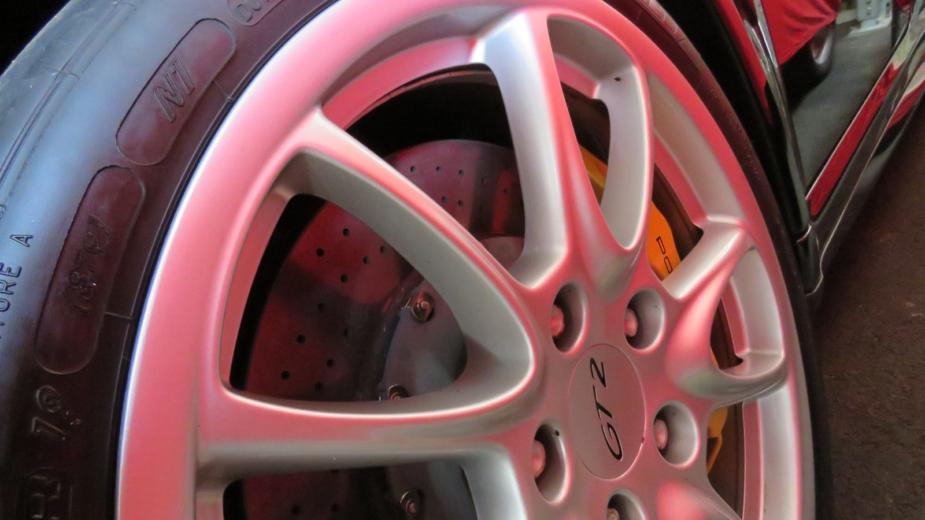 especificação pneu porsche