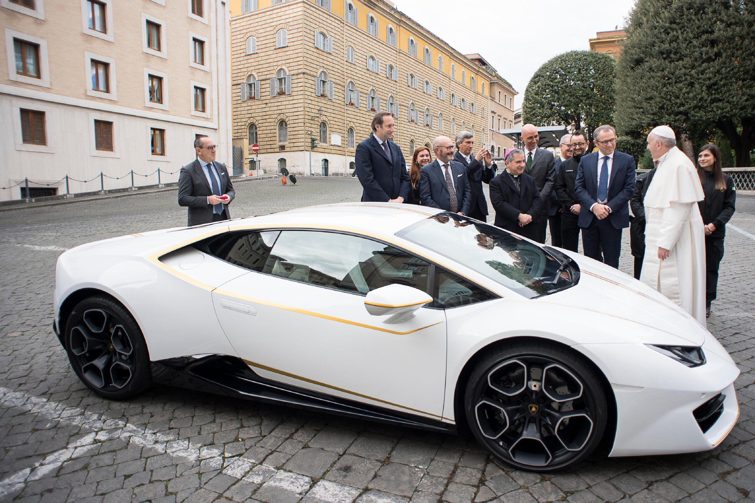 Lamborghini Papa Francisco