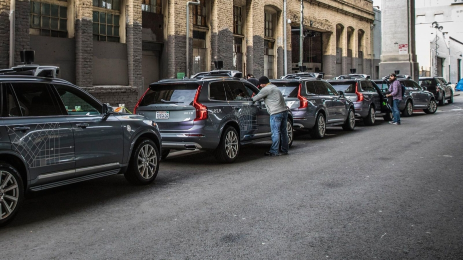 Uber compra 24 mil carros sem condutor à Volvo