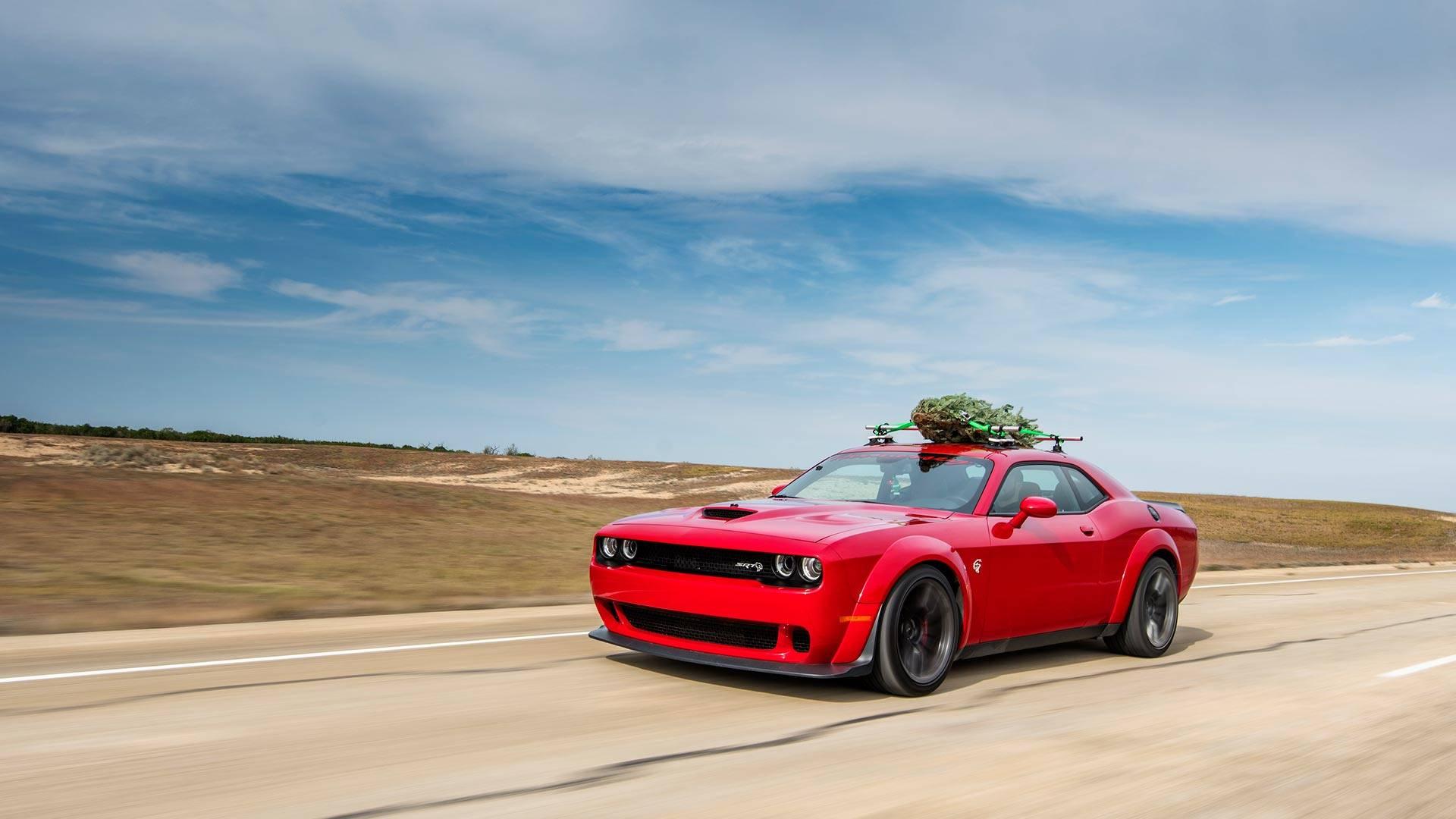Dodge Challenger Hellcat com árvore de Natal mais rápida do planeta