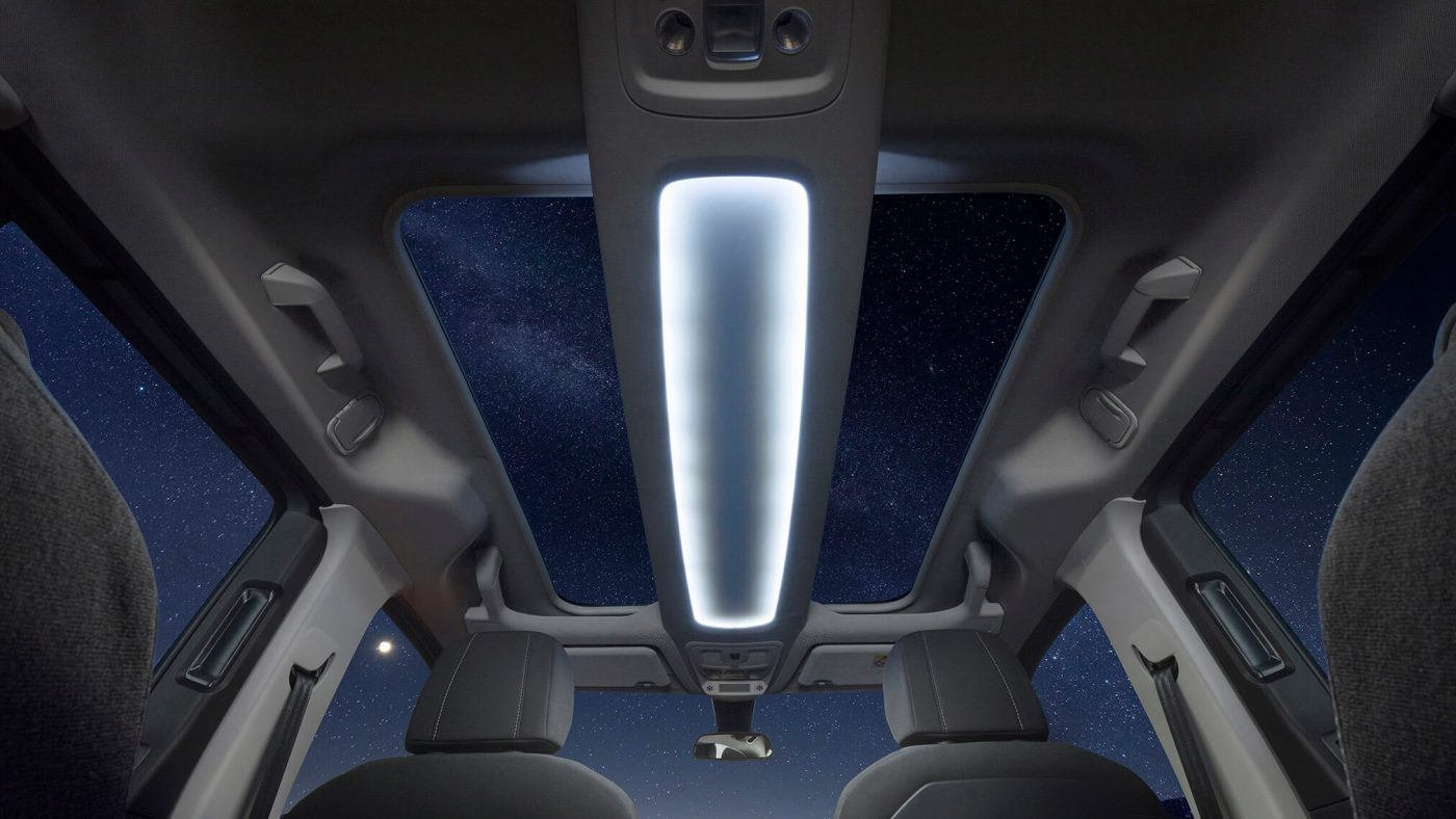 Opel Combo Life — teto panorâmico