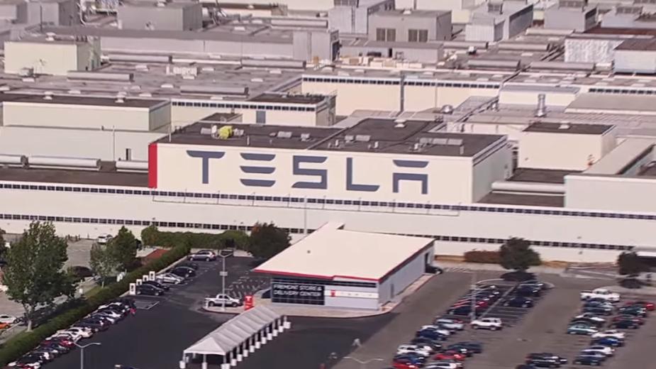 Fábrica da Tesla em Fremont, Califórnia, EUA