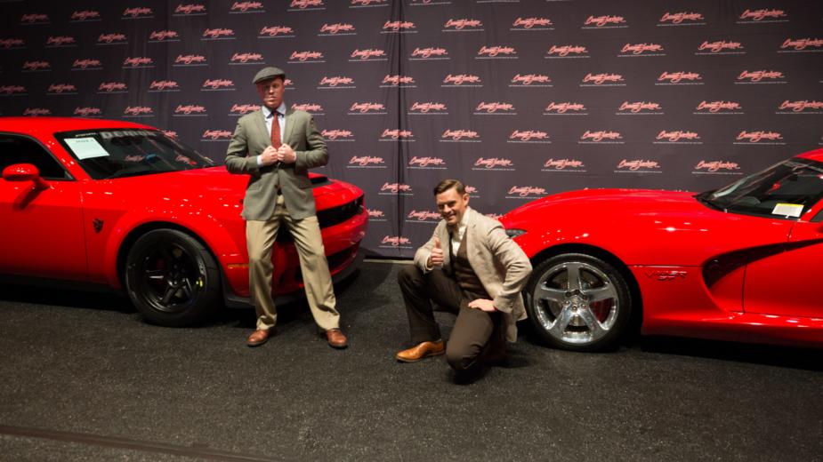 Dodge Demon e Dodge Viper, com irmãos Dodge