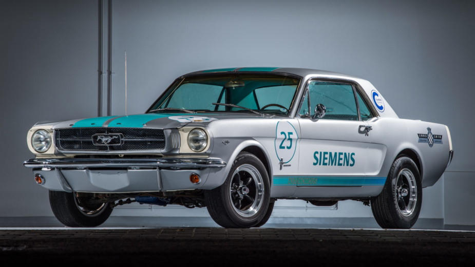 1965 Ford Mustang, autónomo