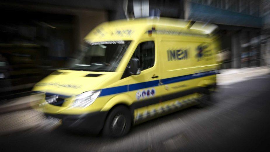 Ambulância em marcha de emergência