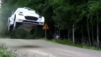 Ford Fiesta WRC, em voo na Finlândia