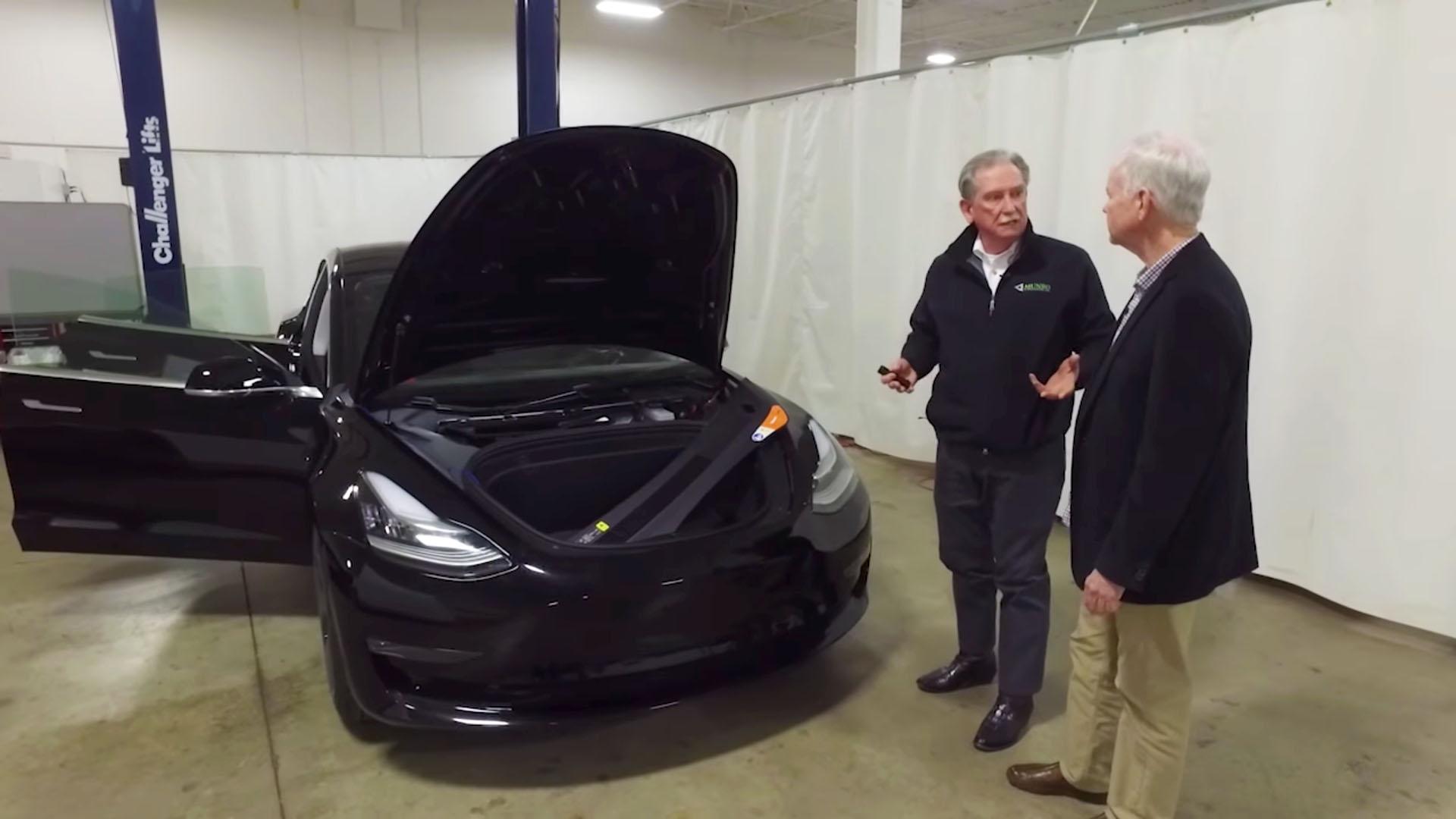 Tesla Model 3, Sandy Munro e John McElroy
