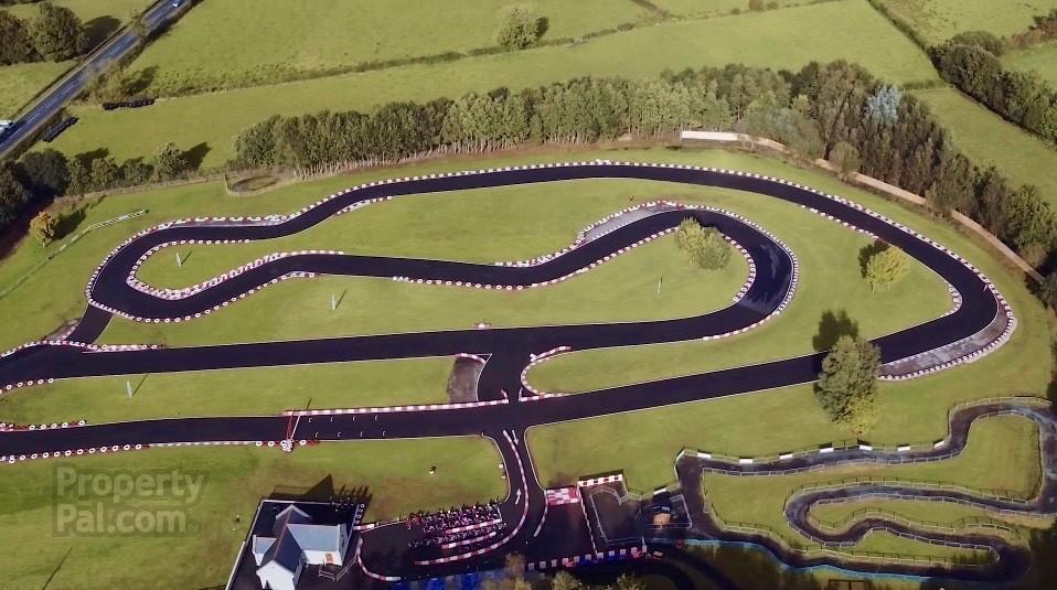 Casa com kartódromo Irlanda 2018