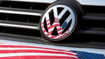 Volkswagen e bandeira norte-americana refletida
