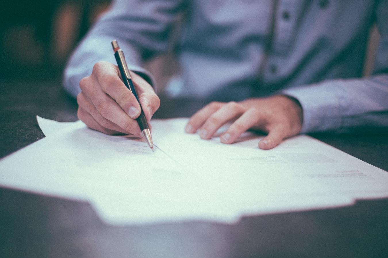 Assinar os documentos