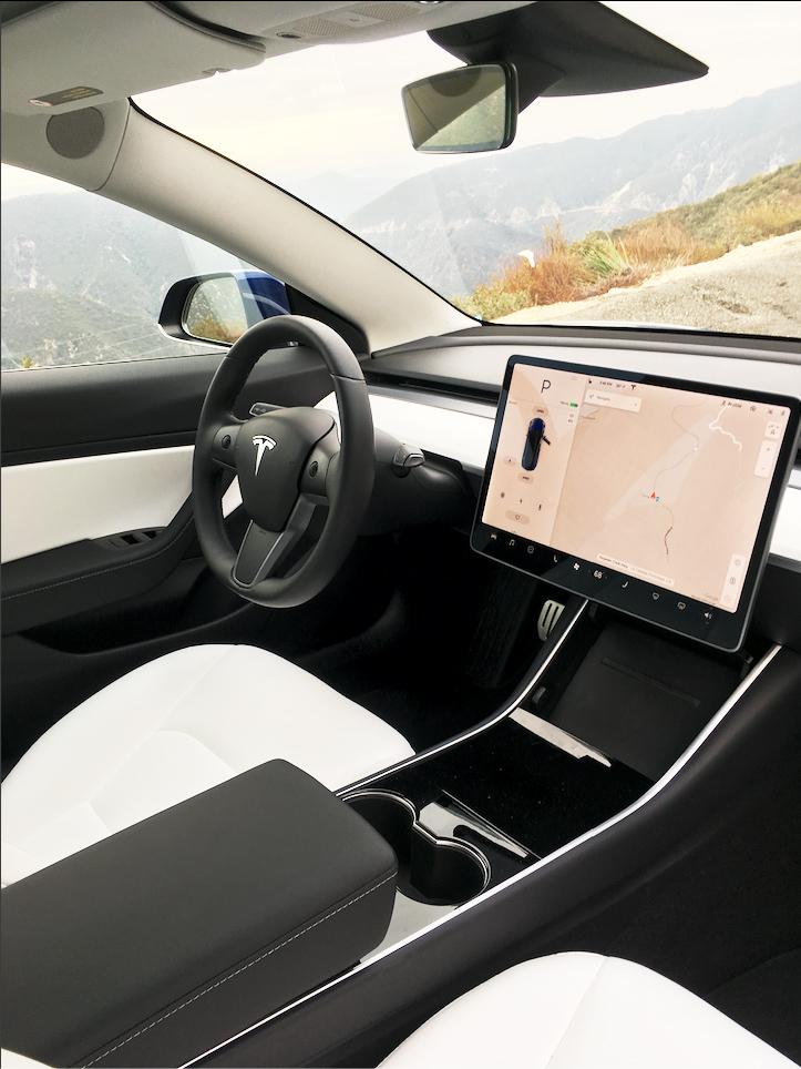Tesla Model 3 —sistema de infoentretenimento