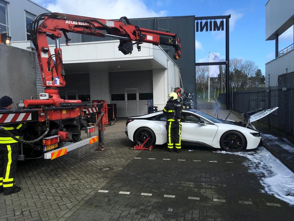 BMW i8 incêndio