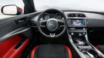 Jaguar XE posição de condução