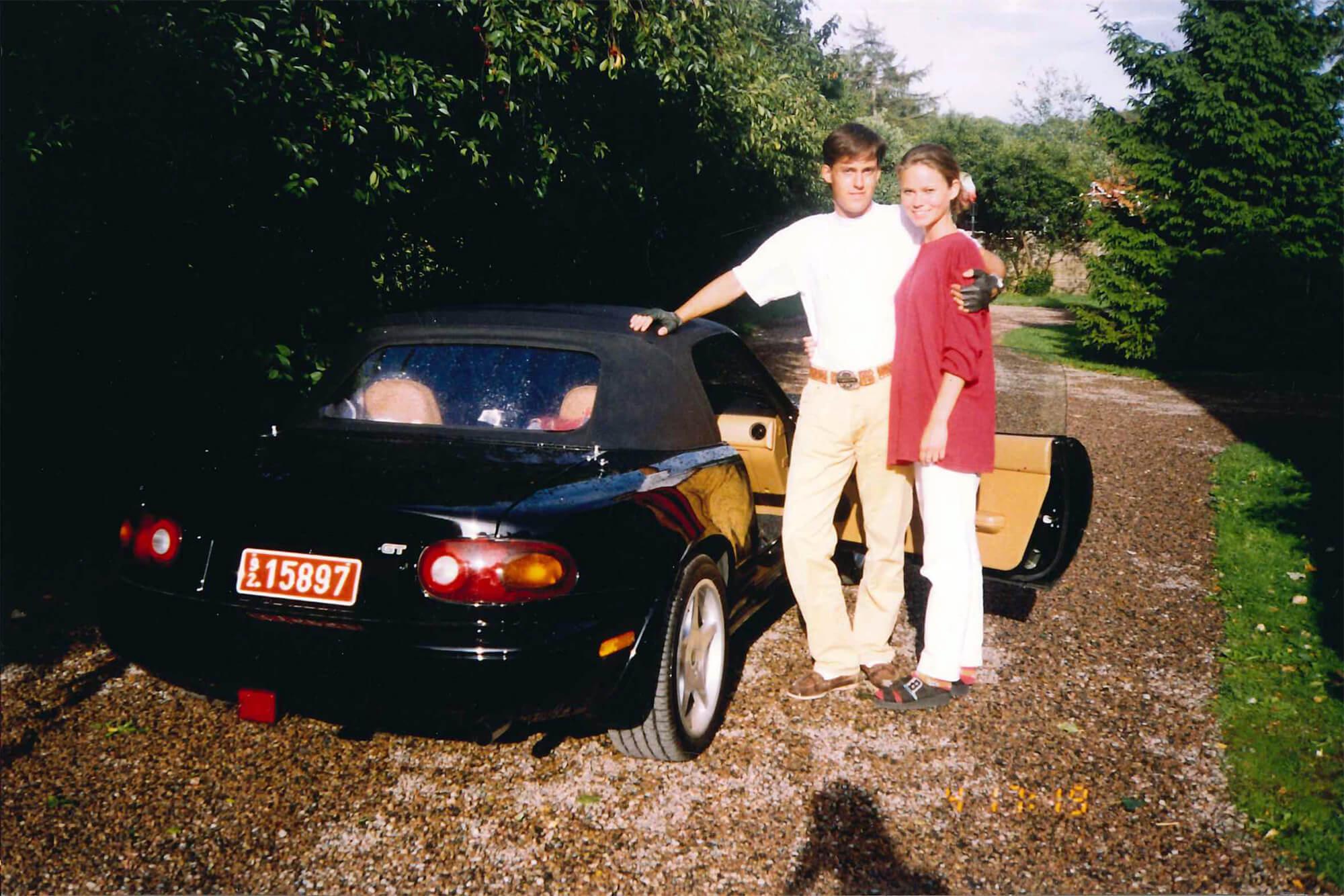Christian von Koenigsegg com a sua mulher e o Mazda MX-5