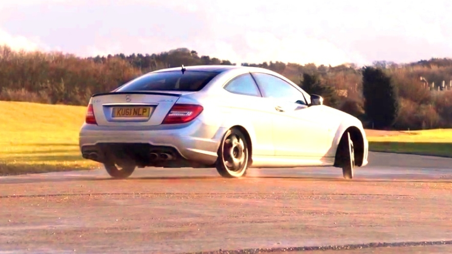 Drift Mercedes C63 AMG