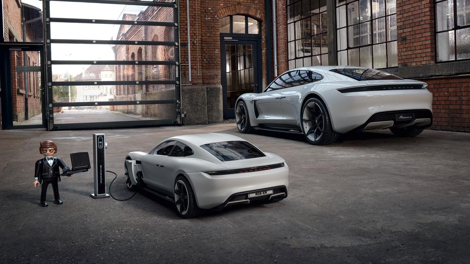 Porsche Mission E e versão Playmobil