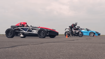 Drag race BMW, McLaren, Ariel