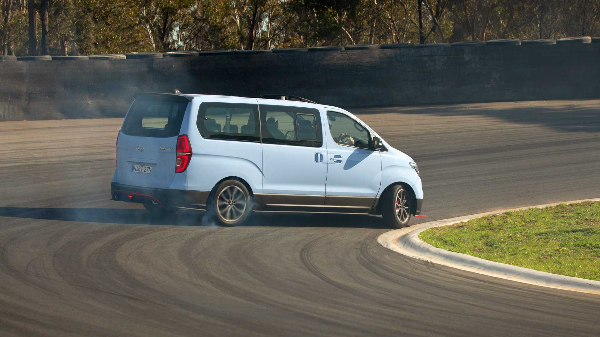 Hyundai iMax N Drift Bus