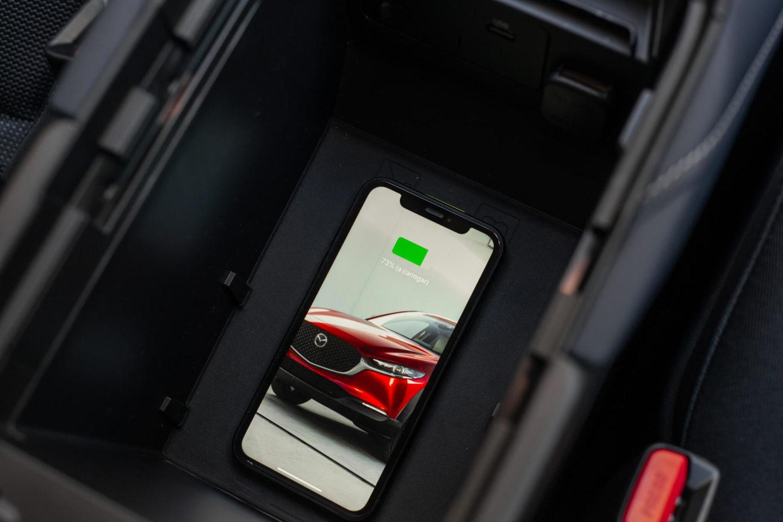 Smartphone a carregar sem fios