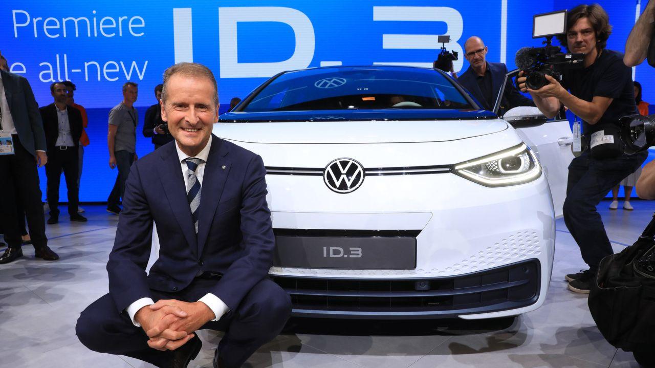 Volkswagen ID.3 e Herbert Diess. CEO do Grupo Volkswagen