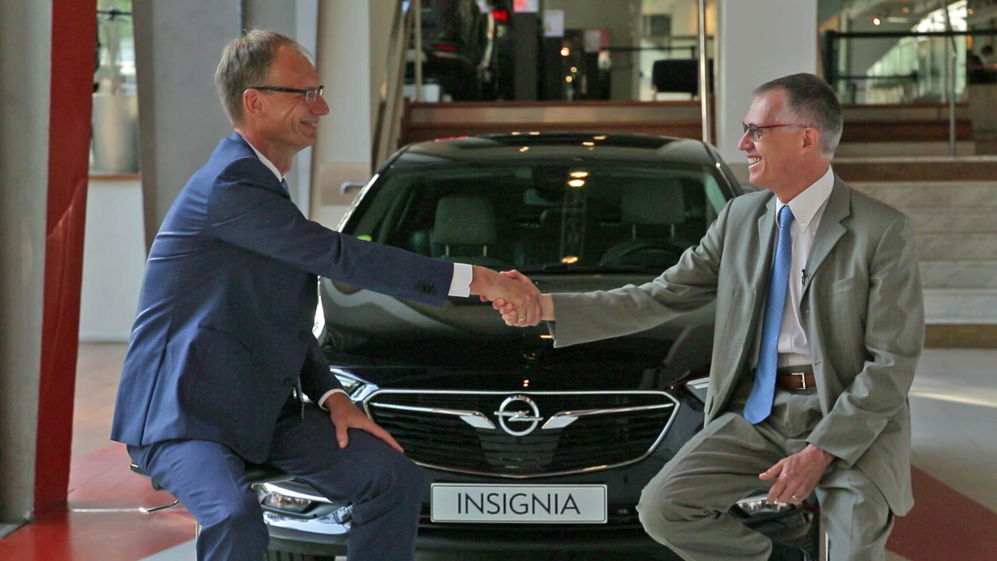 Carlos Tavares, CEO do Grupo PSA e Michael Lohscheller, CEO da Opel
