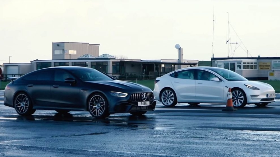 Tesla Model 3 Performance e Mercedes-AMG GT 63 S 4 portas