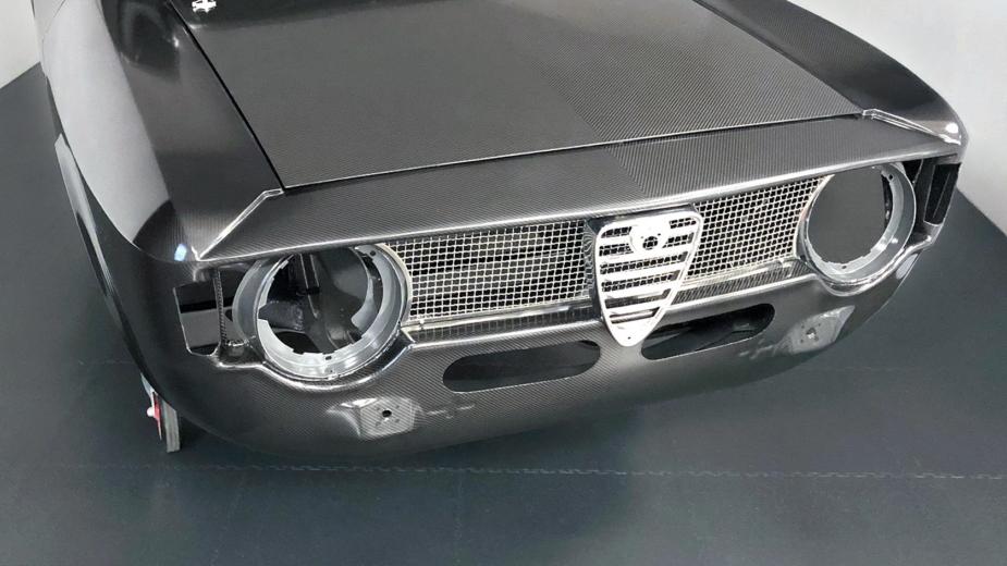 Alfaholics GTA-R 300 carroçaria fibra de carbono
