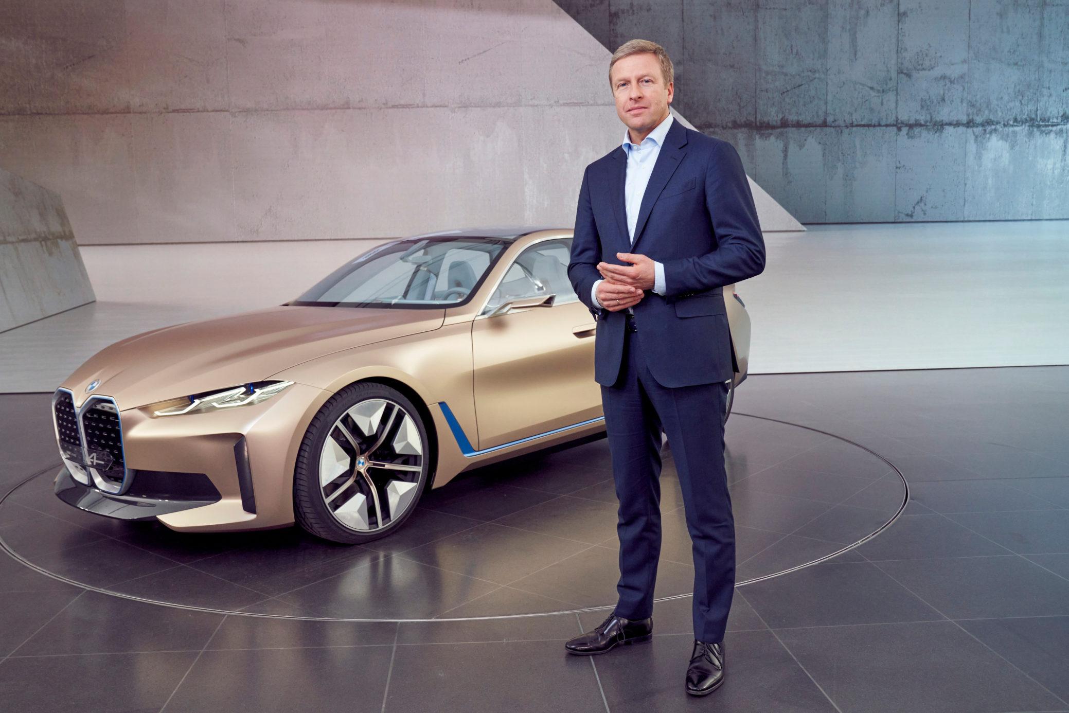 BMW Concept i4 com Oliver Zipse, CEO da marca