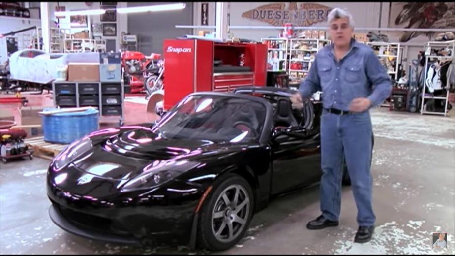 Jay Leno com primeiro Tesla Roadster 2007