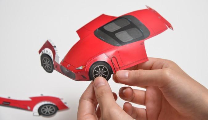 Mazda escultura de papel