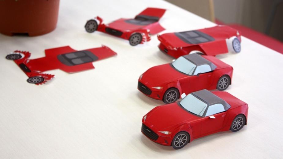 Mazda carro de papel