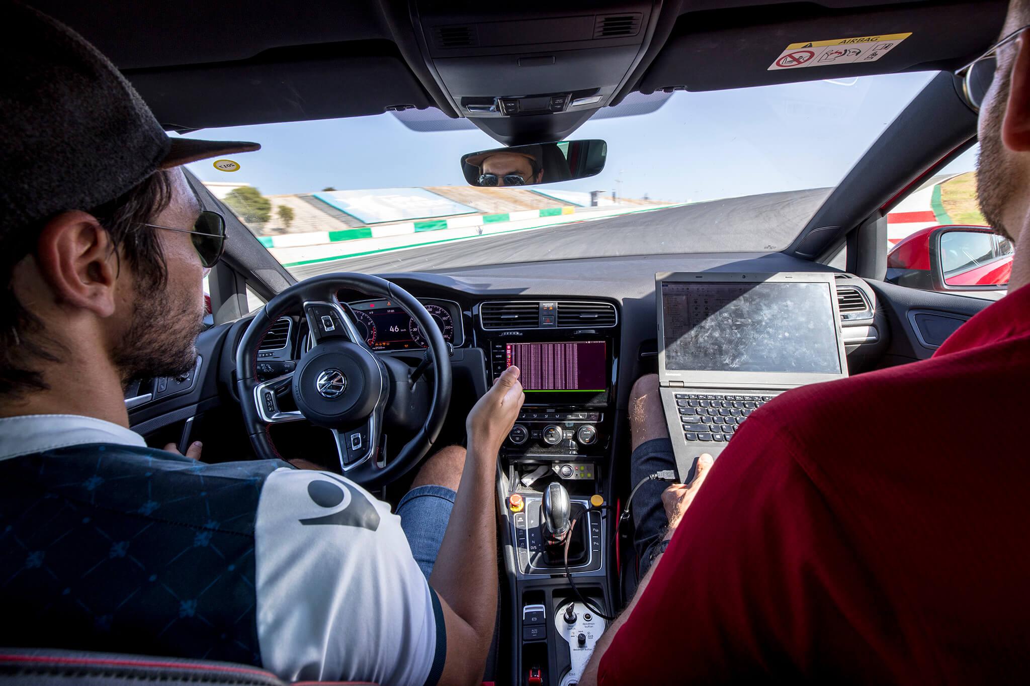 Volkswagen Golf GTI carro-robô