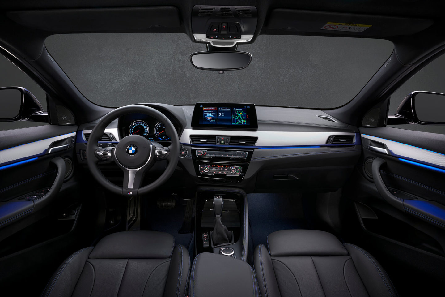 Interior do BMW X2 xDrive25e